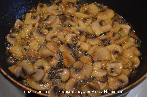 Куриные отбивные под сырно-грибным соусом