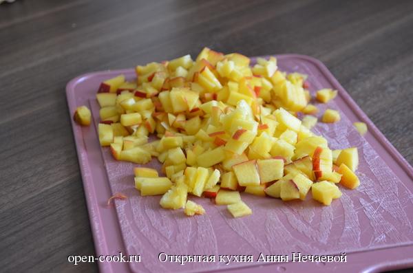 Блины в карамелизированных персиках