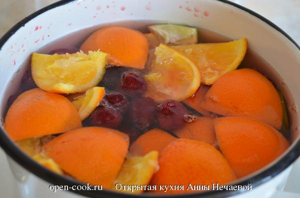 Напиток из вишни, апельсинов и лайма