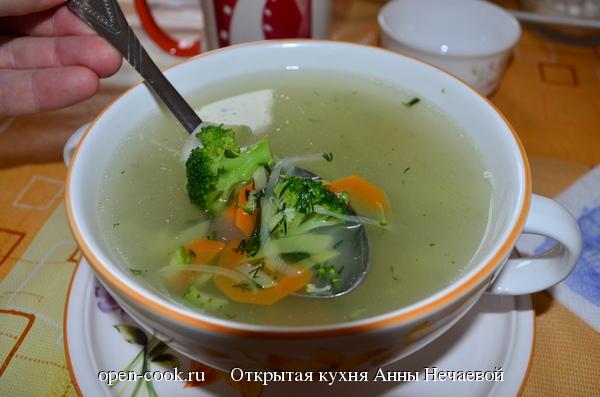 Мясной бульон с овощами