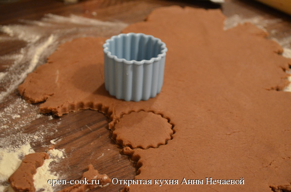 Шоколадное печенье (на какао) с апельсиновой глазурью