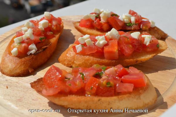 Бутерброды с томатами и Моцареллой
