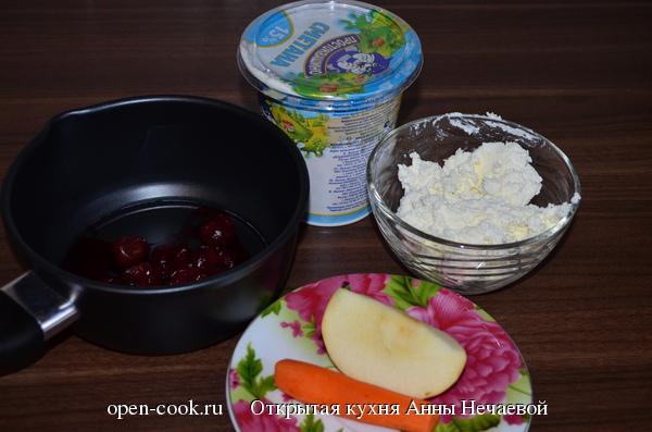 Блины с творогом и вишневым соусом