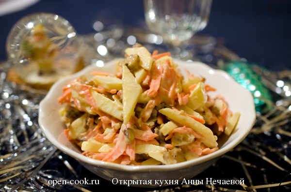 Салат из яблок и моркови с орехами