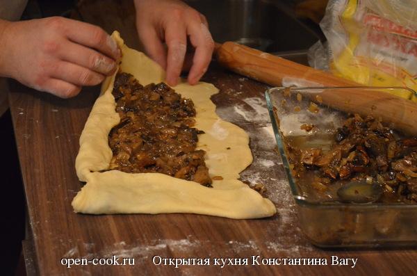 Штрудель с лесными грибами и сырным соусом от Константина Вагу