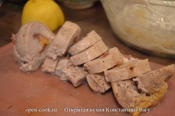 Рулет из свинины с хурмой и вишней от Константина Вагу