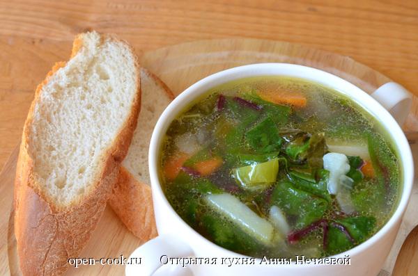 Суп с щавелем и свекольной ботвой