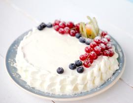 """Торт """"Ангельский"""" со сливками и ягодами"""