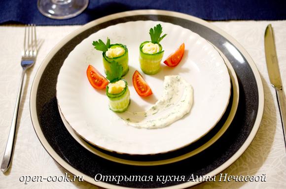 Рулеты из огурцов с яичным салатом