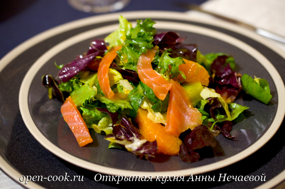 Салат с лососем и мандаринами