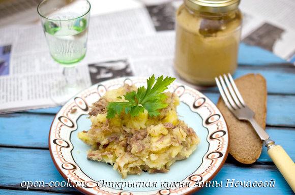 Картофельное пюре с тушенкой