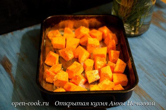 Индейка запеченная с тыквой и мандаринами
