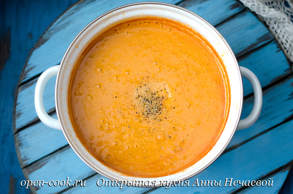 Традиционный турецкий суп из красной чечевицы