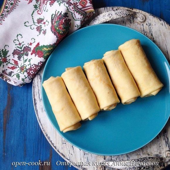 Блины с картофельным пюре и селедочным соусом